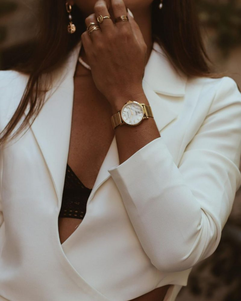 Womens-marble-watch-on-the-wrist-3